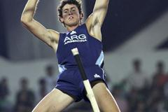 German Chiaraviglio of Argentina winner of the men's Pole Vault (Getty Images)