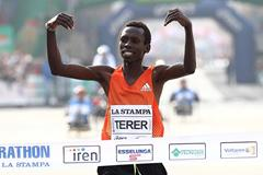 Kenya's Patrick Terer winning in Turin (Giancarlo Colombo)