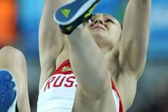 Anastasia Savchenko of Russia competes in the Women's Pole Vault Final during day three - WIC Istanbul (Getty Images)