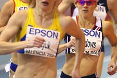 Tetyana Petlyuk wins her heat of the 800m ahead of Jenny Meadows (Getty Images)
