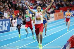 Adam Kszczot successfully defends his European indoor 800m title (Getty Images)