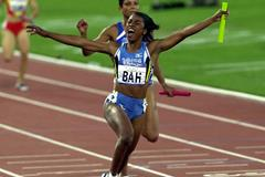 Debbie Ferguson anchors The Bahamas to 4x100m gold at the 2000 Olympic Games (Getty Images)