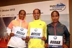 Mamitu Daska, Tirfi Tsegaye Beyene and Gelete Burka ahead of the 2013 BMW Frankfurt Marathon (Photorun / organisers)