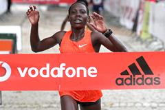 Beatrice Mutai wins the Rock'n'Roll Lisbon Half Marathon Vodafone RTP (Organisers / Photorun.net)