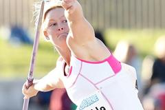 Kim Mickle in action in the javelin at the 2014 Australian Championships (Getty Images)