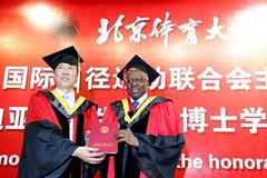 Lamine Diack is awarded an Honorary Doctorate at the Beijing Sports University by Professor Hua Yang, President of the University and Chairman of the Academic Degree Evaluation Committee (Getty Images)