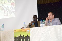 Paul Tergat speaks to the press (Organisers)