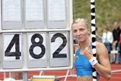 Anna Rogowska of Poland with her national record scoreboard in Beckum (Christof Kelzenberg)