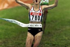 Paula Radcliffe crosses the finish line in Ostend (© Allsport)