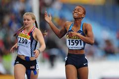 Nnenya HAILEY of USA (r) celebrates after winning the Girls 400 metres Hurdles final - Day Four - WYC Lille 2011 (Getty Images)