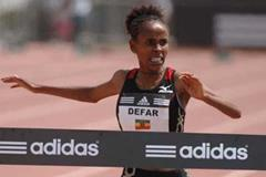 Meseret Defar sets a two miles world best in Carson (Kirby Lee)