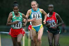 Australia's Johnson (centre) battles with Ethiopia's Kidane (848) and Timbilili (KEN) (Getty Images)