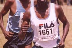 Elias Kemboi leads Richard Limo (David Macharia)