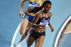 Natasha Hastings of the United States (R) and Moa Hjelmer of Sweden compete in the Women's 400 Metres first round during day one - WIC Istanbul (Getty Images)