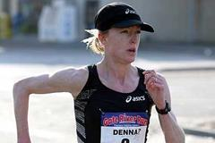 Deena Kastor running in the 30th Gate River Run missing 15km Area record by 5 seconds (Victah Sailer)