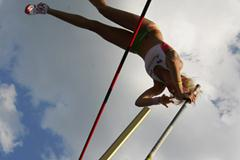 Vicky Parnov of Autralia on her way to gold in the Pole Vault final (Getty Images)