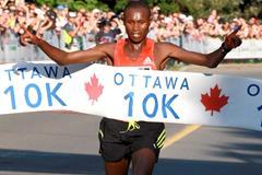 Geoffrey Mutai produces a dominating run in the 2012 Ottawa 10km (Victah Sailer)