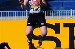 Louisa JAMES of Great Britain celebrates after winning the Girls Hammer throw - Day Four - WYC Lille 2011 (Getty Images)