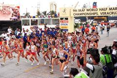 The start of the women's half marathon (© Allsport)