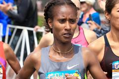 Gelete Burka on her way to victory at the Carlsbad 5000 (Victah Sailor)