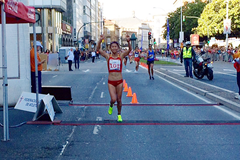 Liu Hong breaking the 20km race walk world record in La Coruna (Organisers)