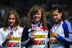 Hammer Throw gold medalist Louisa JAMES (GBR) (c) poses with silver winner Malwina KOPRON (POL) (l) and bronze medalist Roxana PERIE (ROU) (r) - Day Five - WYC Lille 2011 (Getty Images)