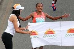 Amane Gobena winning the 2015 Bogota International Half Marathon (Organisers / Victah Sailer)