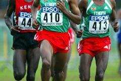 Bekele (centre) leads Kipchoge (l) and Sihine (r) (Getty Images)