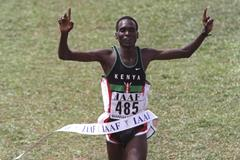 Paul Tergat winning at the 1998 IAAF World Cross Country Championships (Getty Images)
