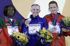 Francoise Mbango (left)  with fellow Edmonton 2001 medallists Lebedeva and Marinova (Getty Images)