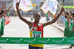 Sule Utura takes a convincing victory at the Great Ethiopian Run 10Km (Mark Shearman)