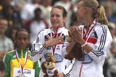 Stephanie Twell of GBR is overcome with emotion during the medal presentation (Getty Images)