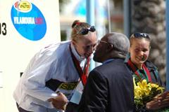 Paula Radcliffe receives her Gold Medal (IAAF)
