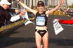 Deena Kastor content with sub-1:10 half marathon outing in Phoenix (ASI Photo)