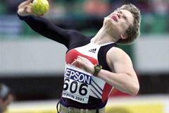 Lisbon 2001 Women's shot put final (© Allsport)