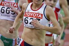 Joanne Pavey (GBR) in action in the women's 3000m heats (Getty Images)
