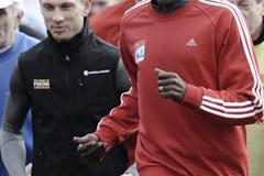 Wilson Kipketer accompanied by Speedway star Andreas Jonsson in Bydgoszcz, Poland (Roman Bosiacki)