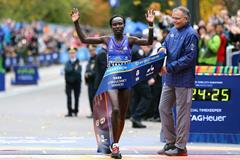 Mary Keitany wins the 2015 New York City Marathon (Getty Images)