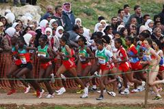 The Kenyan and Ethiopian teams take the leading spots at the start of the junior women's race (Getty Images)