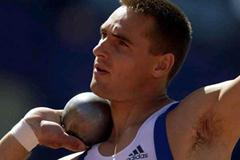 Roman Sebrle (CZE) competing in 2001 World Championships (Getty Images)