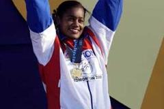 Yipsi Moreno of Cuba celebrates her world hammer gold medal (Getty Images)