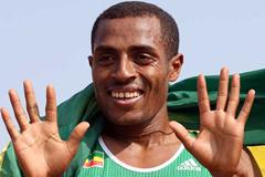 Kenenisa Bekele signals his tenth World Cross Country gold (Getty Images)