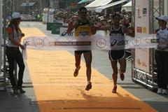 Ottaviano Andriani and Daniele Caimmi crossing the line side-by-side in Treviso (Alberto Zorzi)