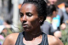 Tirunesh Dibaba on the way to her second Carlsbad 5k title (Victah Sailer)