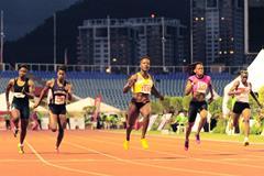 Kelly-Ann Baptiste (centre) wins the Trinidad & Tobago 100m title in 10.83 (Anisto Alves/Trinidad Express)