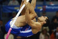 Romain Mesnil (FRA) in action in the pole vault qualification (Getty Images)