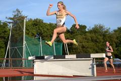 Emma Coburn on her way to winning the 3000m Steeplechase at the 2013 Payton Jordan Invitational (Kirby Lee)