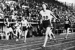 Marjorie Jackson at the 1952 Olympic Games ()