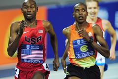 Bernard Lagat passes Augustine Choge in the 3000m (Getty Images)