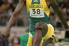Jadel Gregorio (Brazil) jumping to the silver medal at the 2004 World Indoor Championships in Budapest (AFP/Getty Images)